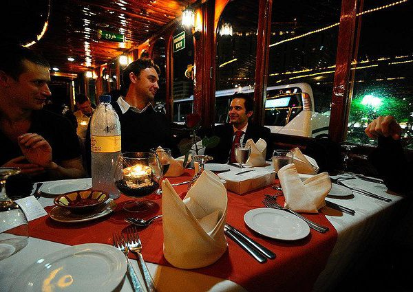 enjoy-dinner-in-dhow-cruise